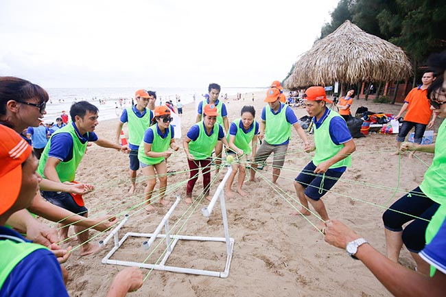 to-chuc-du-lich-team-building-tai-cua-lo-vietwind-team-building