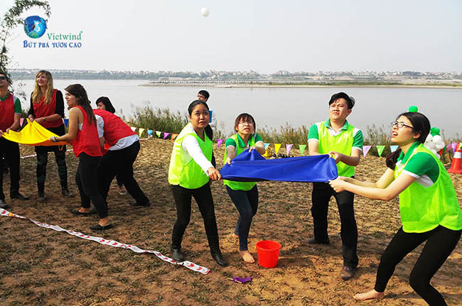 tro-choi-team-building-nem-trung-vietwind-1