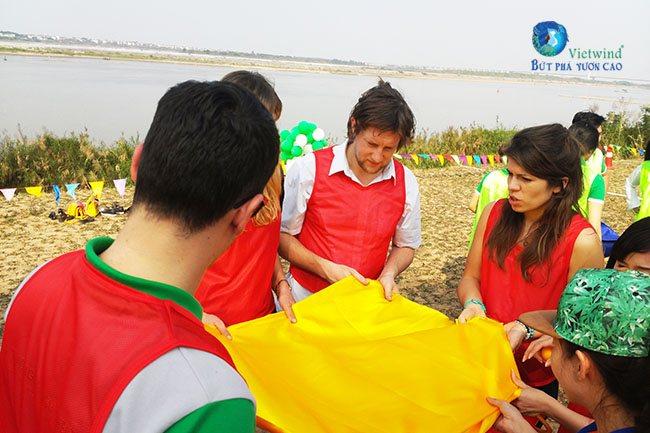 tro-choi-team-building-nem-trung-vietwind-2