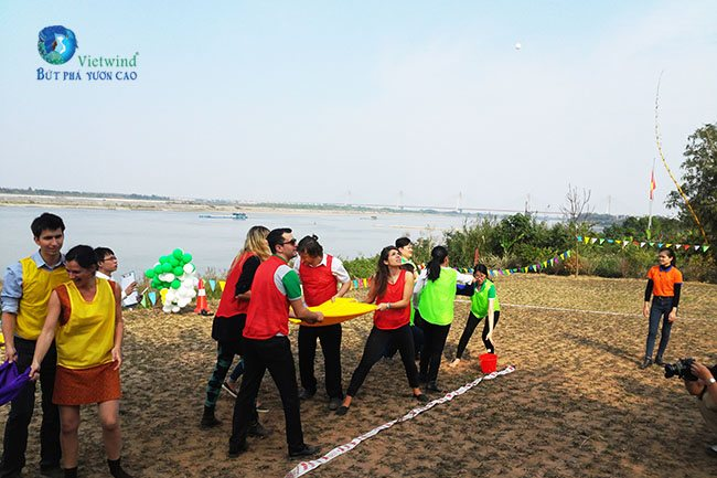tro-choi-team-building-nem-trung-vietwind-3