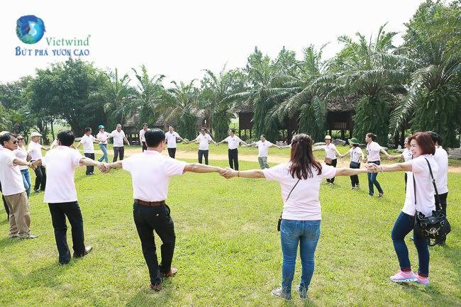 to-chuc-hop-lop-ket-hop-team-building-vietwind-1